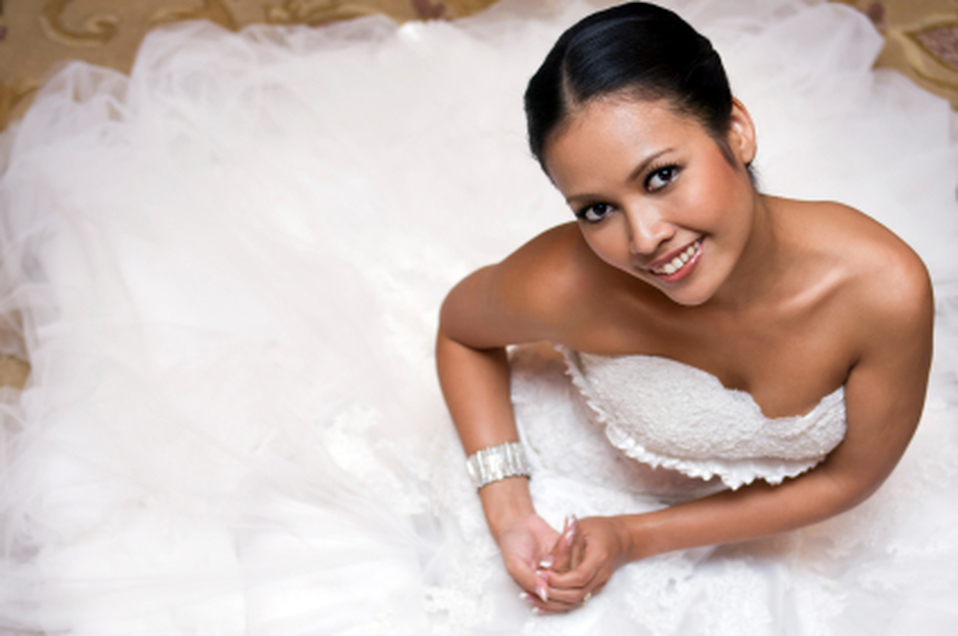 Seamstress in Mcallen, TX | Bridal gown alterations and dress making. Brides maids dresses. Seamtress in McAllen, TX.